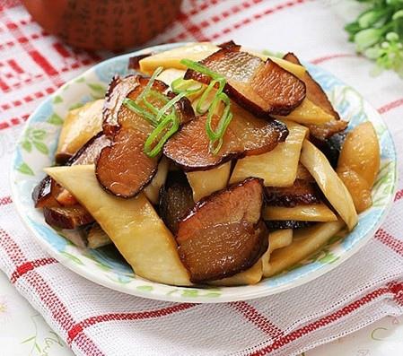 勳臘肉炒杏鮑菇