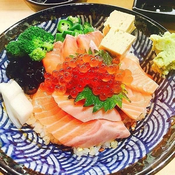 熱到沒胃口?大台北5家「隱藏版生魚片丼飯」讓你一吃開胃_02