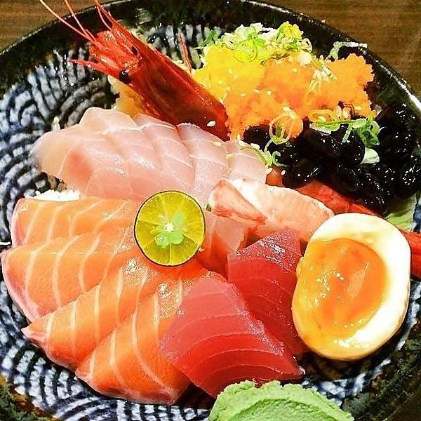 熱到沒胃口?大台北5家「隱藏版生魚片丼飯」讓你一吃開胃_05