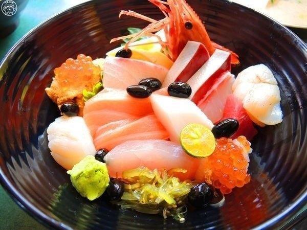 熱到沒胃口?大台北5家「隱藏版生魚片丼飯」讓你一吃開胃_03