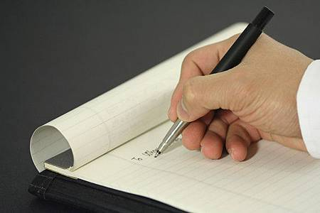 用「紅筆」寫名字會短命?_02