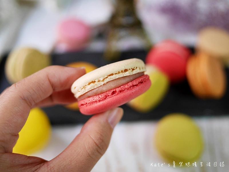 HABIBI Macaron HABIBI馬卡龍 好吃馬卡龍推薦 不甜膩馬卡龍 法國人開的馬卡龍11草莓馬卡龍.jpg