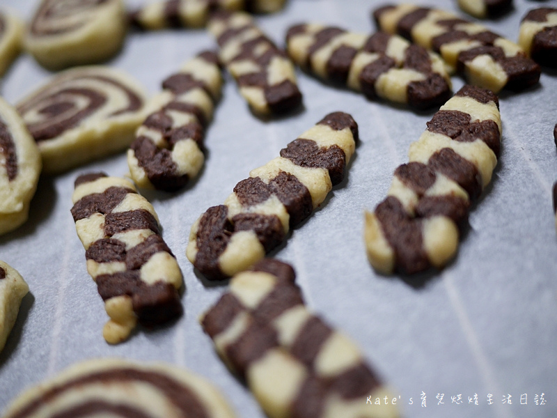 手工餅乾食譜 餅乾作法 餅乾食譜 巧克力餅乾 雙色餅乾 雙色餅乾食譜 雙色餅乾作法 無蛋無奶油餅乾21.jpg