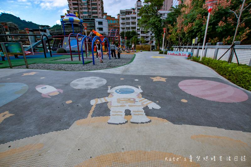 樹林東昇公園 星際探險主題公園 新北市主題公園 東昇公園有什麼 外星人造型立體攀爬網6.jpg