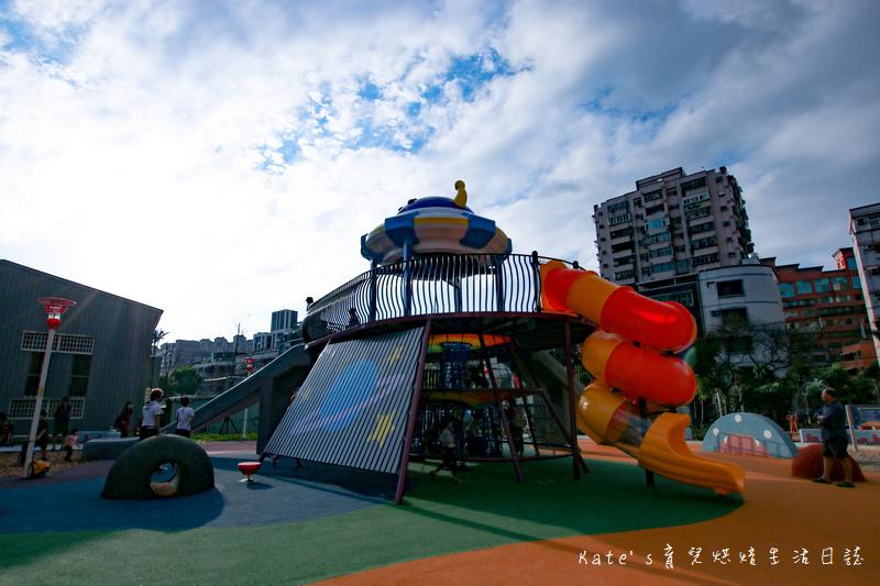 樹林東昇公園 星際探險主題公園 新北市主題公園 東昇公園有什麼 外星人造型立體攀爬網8.jpg