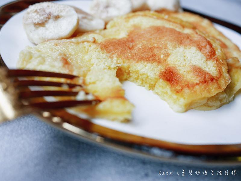 舒芙蕾食譜 平底鍋做舒芙蕾 平底鍋煎鬆餅 厚鬆餅 寶寶副食品 幼兒點心 熱蛋糕 舒芙蕾怎麼做 舒芙蕾做法44.jpg