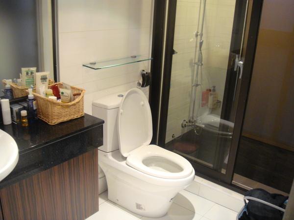 我家廁所跟浴室啦