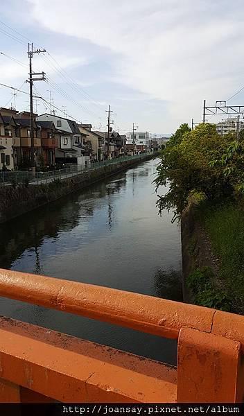 稻荷神社_車站附近的小溪
