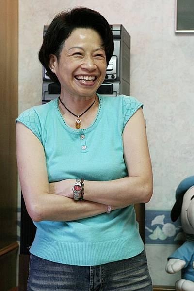 Tina的媽嗎,臉上永遠掛著這麼燦爛熱情的笑容