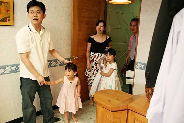 小花童來囉~這兩個小娃,我結婚那天真是搶盡風采