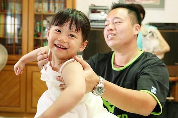 小芝只要看到路舅舅,一定跟麥芽糖一樣黏著不放