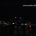 遠遠的就看到馬列市區裡,飯店的招牌閃著明亮的燈光
