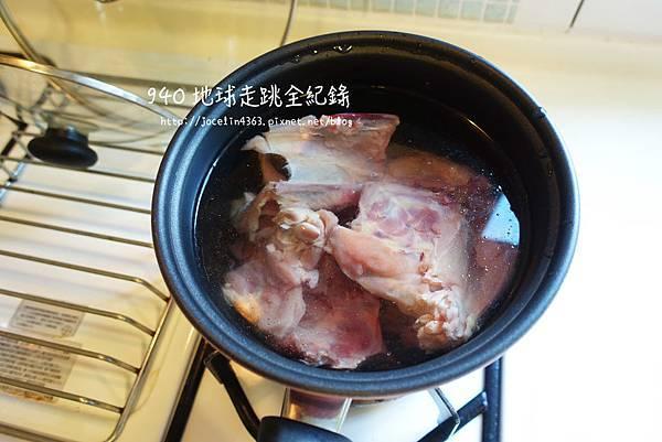 雞骨蔬菜高湯2.JPG