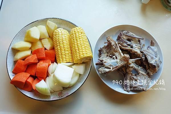 雞骨蔬菜高湯4.JPG