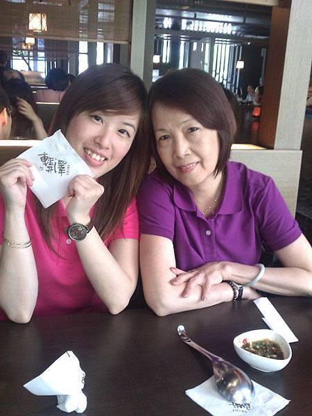 2011歡慶端午節快樂!我和老媽和朱 in 輕井澤_文心店。
