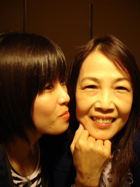 親一個!希望你生日快樂喲。