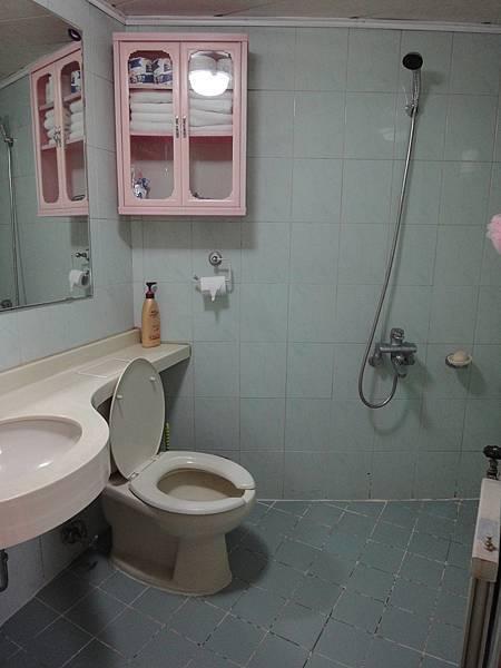 唯一讓我不是很滿意的浴室.. 哈