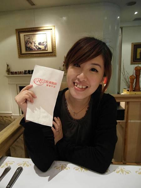 2011-02-07 我和淑甜在【紅敞精廚牛排】嗑大餐,,今天有好氣色喲!