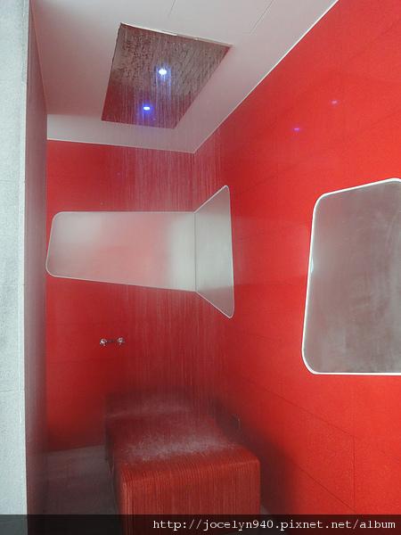 還有可以躺著的水療spa.這個新鮮,我沒看過這樣的設計。