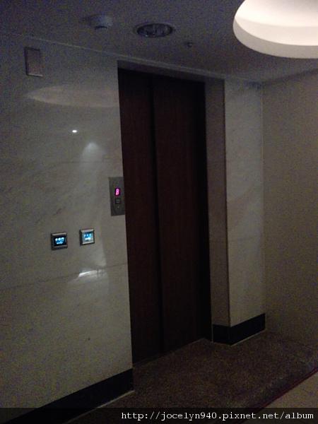 2010-04-04 台中歐悅汽車旅館.專屬電梯耶~