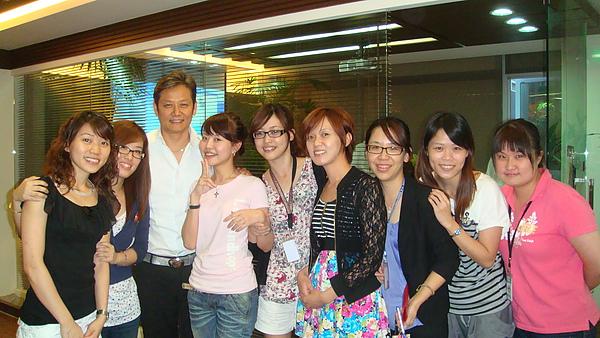 2010-09-03 紅鞋女孩,等等我~~ 本人真的身材極佳呀!