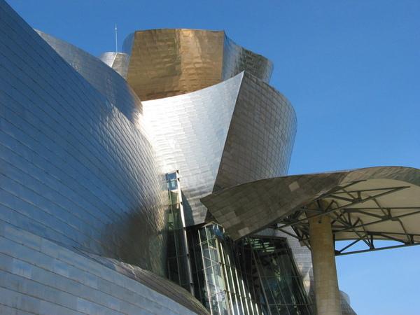 建築師 Frank Gehry 的精湛技藝令人折服