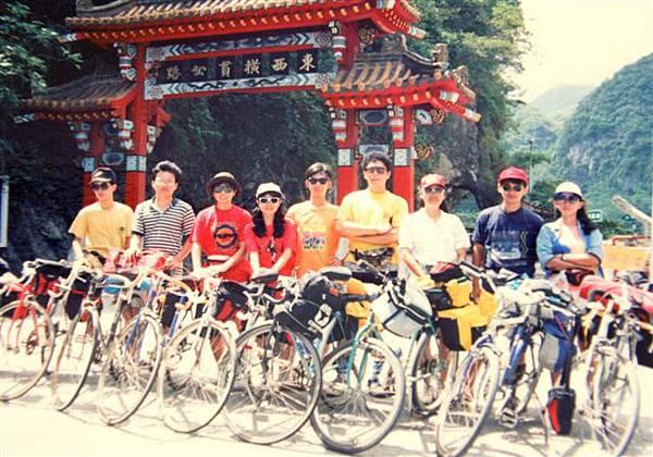 9persons in Hwa Lien2.jpg