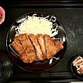 我終於知道豬排的正確吃法了, 謝謝許哲寧哈哈.