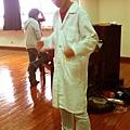 張軒穿白袍玩溜溜球