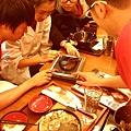 四個人玩一台iPad