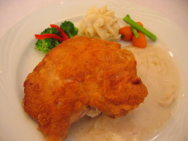 奶油酸菜脆皮嫩雞腿