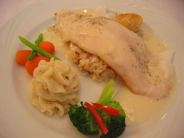 多利魚與香煎大干貝佐蛤蜊