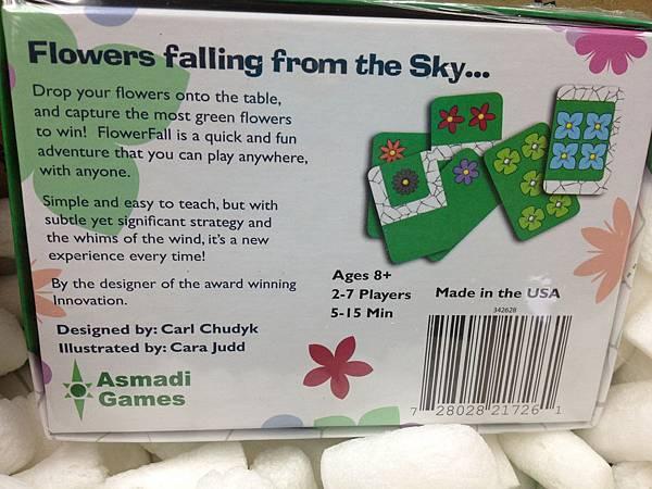 盒底照。這款能生產這麼快,除了純卡片遊戲的關係外,Made in the USA應該也是主要原因吧!