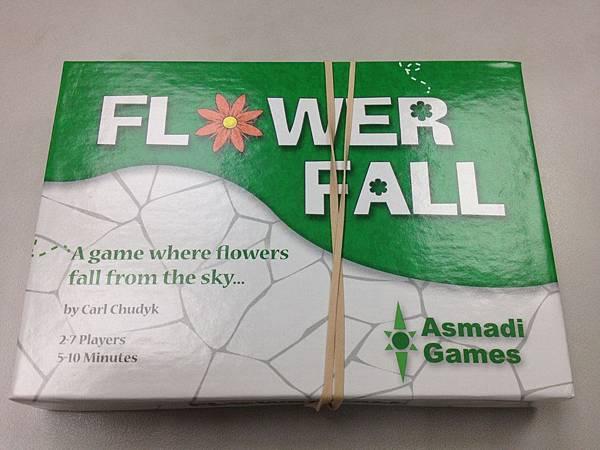 12盒中,只有這盒是沒外封膜的,推測裡面或許會放些promo贈品。