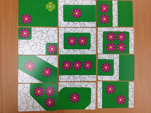 每種花有相同的12張格局配置牌。