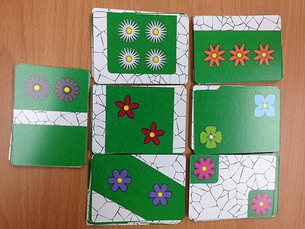 遊戲最多可供7人遊玩,所以有7種不同的花朵。