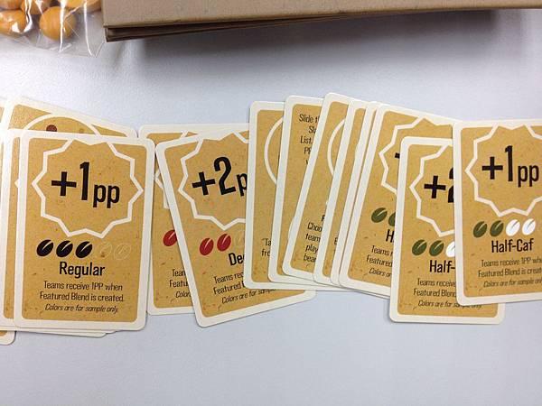 另外的這疊小牌,應該畫的是咖啡豆種類吧。
