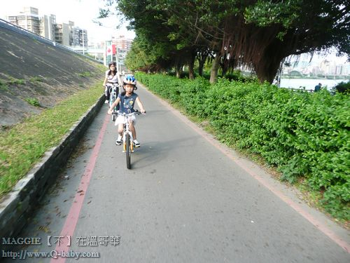 MAGGIE 騎車到士林 02.jpg