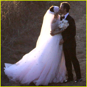 anne-hathaway-wedding-pictures-adam-shulman