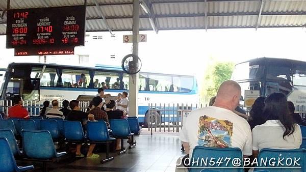 芭達雅玩水篇]曼谷搭巴士到Pattaya@EKKAMAI站-巴士東站41