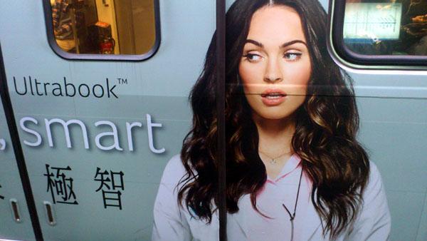Acer新一代Ultrabook–Aspire S7,代言人是梅根福克斯(Megan Fox)作為代言人 台北捷運車箱廣告