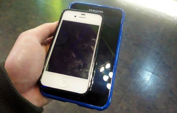 5吋大的galaxy note比一比iphone4s