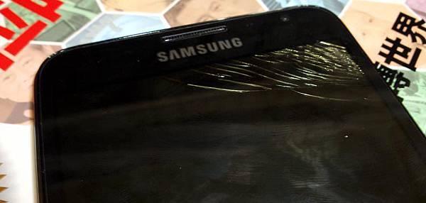 5吋大的galaxy note 螢幕破碎