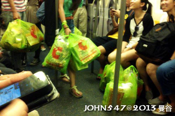 泰國自由行必買BIG C量販店 血拼的觀光客