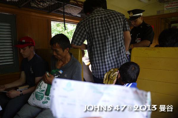 泰國 大城 Ayutthaya 阿育塔亞-4.火車上驗票