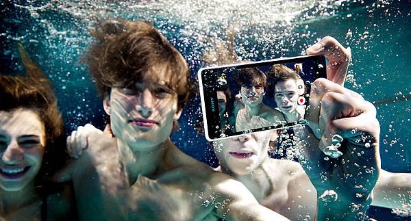 Sony Xperia ZR不只防水,還能換電池、相機鍵2