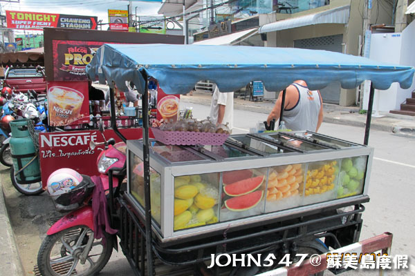 蘇美島Chaweng Street查汶小吃美食5.水果車.jpg