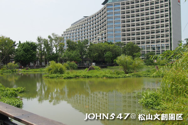 松山文創園區 誠品書店 Songshan cultural park4.jpg