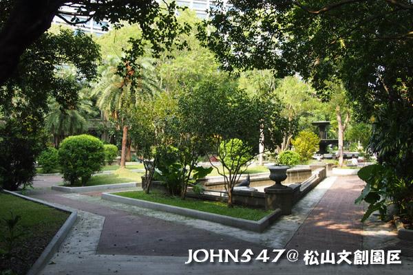 松山文創園區 誠品書店 Songshan cultural park36.jpg