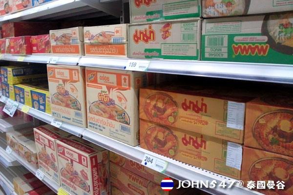 泰國曼谷Tesco Lotus連鎖大型超市 4泡麵整箱.jpg